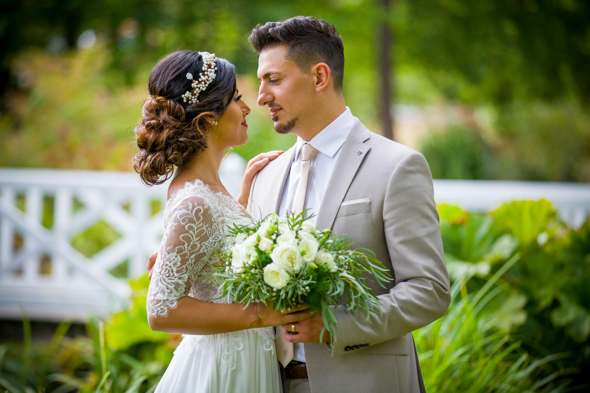 Hochzeitsfotos im Garten von Schloss Hammerstein